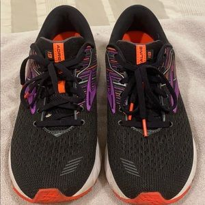 Brooks Adrenaline GTS 19- pre loved